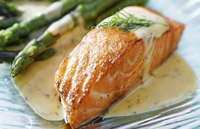 What goes good with baked salmon